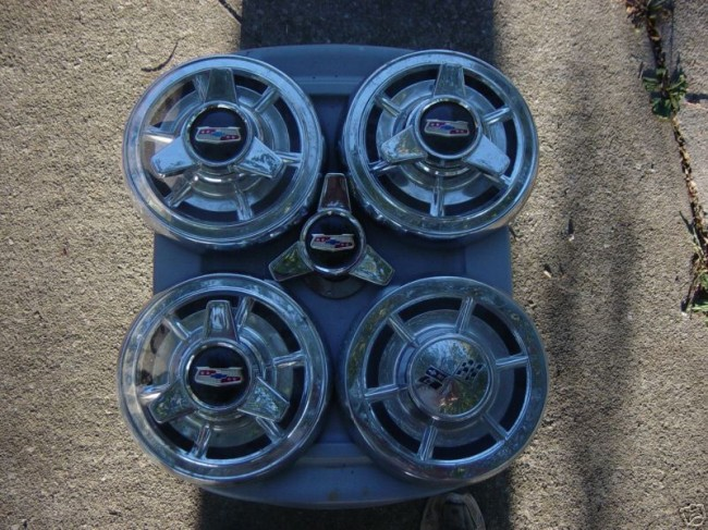 1959-1960 Hub Caps with 3 bar knockoffs